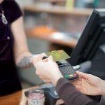 Como combinar la tarjeta de débito y crédito correctamente